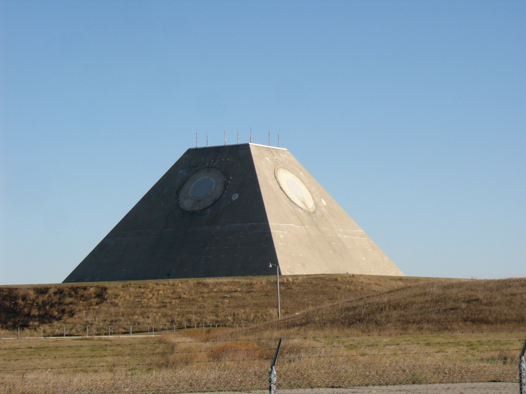 Radar naprowadzania rakiet z bliska (zdjęcie (cc) użytkownik Wikipedii Craftsman2001)