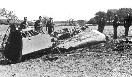 Wrak myśliwca Hessa. Szczątki zachowały się do dziś, można je obejrzeć w Imperial War Museum w Londynie.